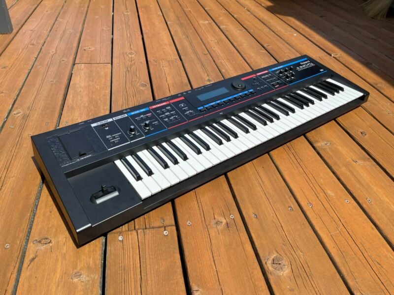 Roland Juno Di 61-Key Synthesizer