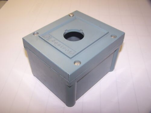 GE GENERAL ELECTRIC 600 VAC PUSHBUTTON STATION ENCLOSURE CR-2940-BC-201-A