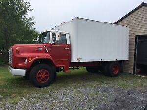 Camion Ford 900