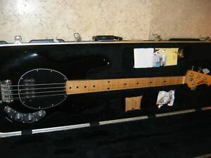 2008 ERNIE BALL MUSIC MAN STINGRAY 4 BLACK USA WITH CASE