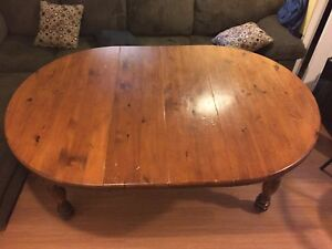 Table brune avec extension en pin NEGOCIABLE