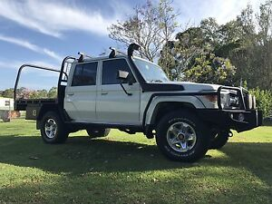 Tray and a canvas canopy off a Dual cab landcruiser Barnsley Lake Macquarie Area Preview