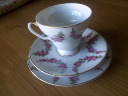 Cup, saucer and plate set. Set of Six.