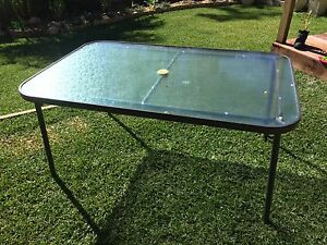 Free: Outdoor dining table Stafford Heights Brisbane North West Preview