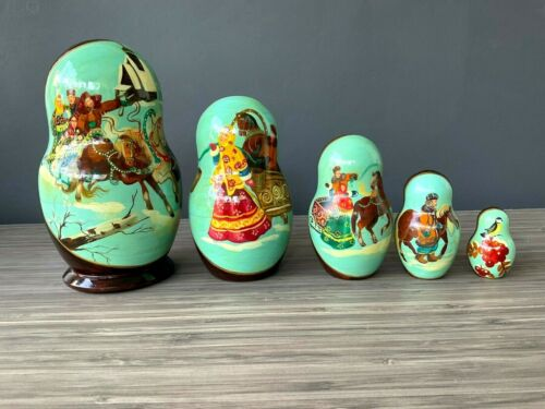 Russian Nesting Doll Winter Scene Hand Painted 5 Piece Signed VINTAGE