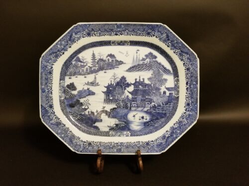 18th Century LARGE CHINESE EXPORT BLUE AND WHITE PORCELAIN OCTAGONAL PLATTER