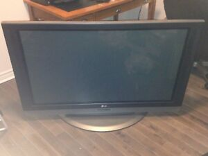 LG TV 50 inches/ 50 pouces TV LG