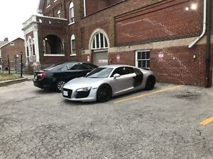 Audi R8 R-Tronic silver on carbon drives like new 58k kms mint