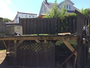 Deck, patio pour piscine 18'  $250.00