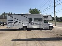 2003 FORD MOTORHOME WITH 2 TIP OUTS AND ONLY 16000 MILES London Ontario Preview