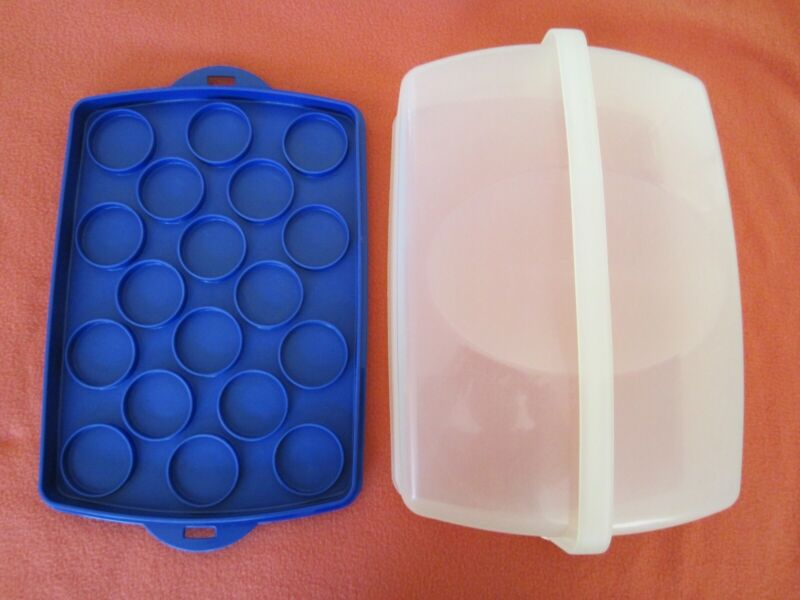 "TUPPERWARE RECTANGULAR CUPCAKE CARRIER 9"" X 13"" COBALT BLUE WITH CLEAR TOP"