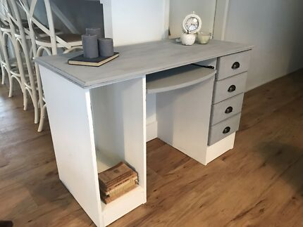 Hampton's beach style desk