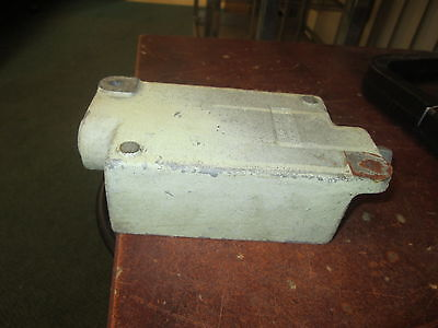 Crouse-hinds Explosion Proof Outlet Box Efsc 271 34 Used