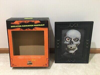 Animated Gemmy Halloween Skeleton Portrait USED