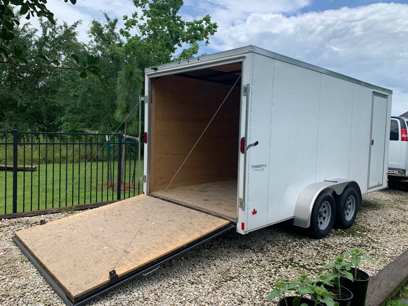 2017 ENCLOSED V-NOSE CARGO UTILITY TRAILER 16' WITH RAMP AND SIDE DOOR