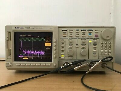 Tektronix Oscilloscope Tds744a 500mhz 2gss In Perfect Working Condition.