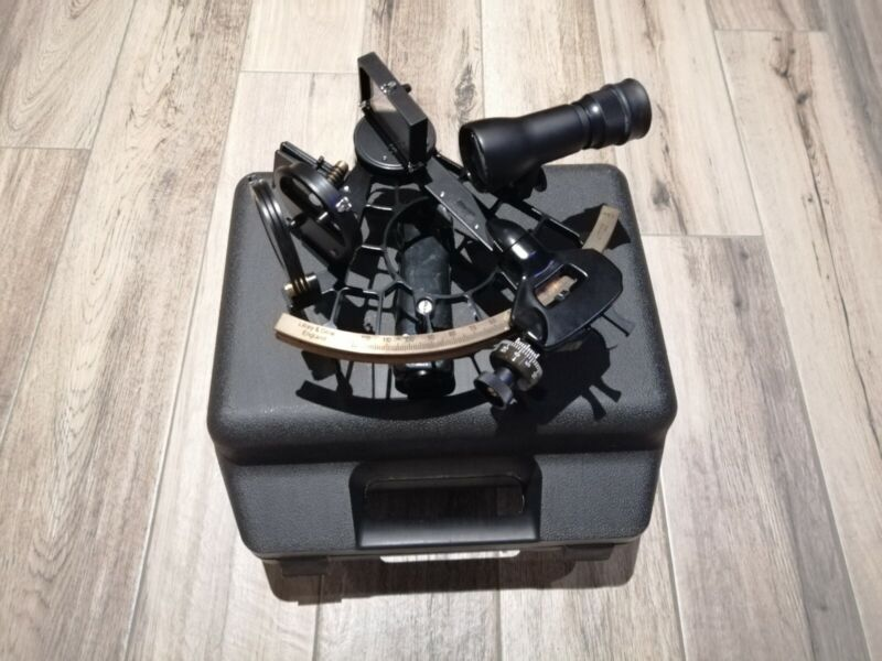 Sextant Marine Lilley&Gilley.Good condition.