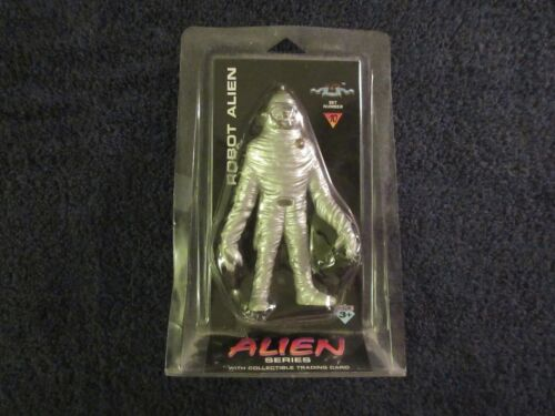 Robot Alien  from Alien Series Set 10 with Trading Card MIP Shadowbox Collectibl