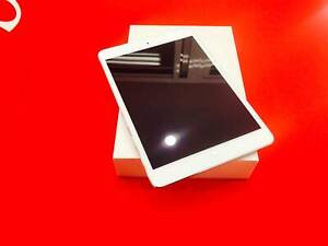 As New iPad 5th / 32 GB / Wi-Fi and Cellular