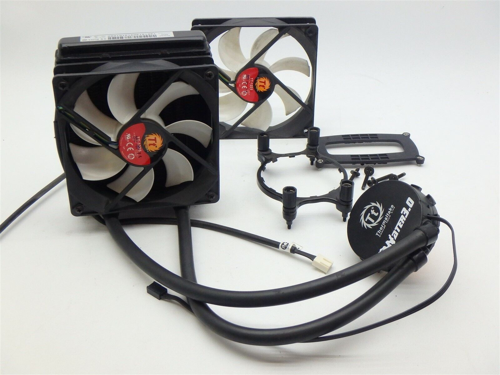 Thermaltake Water 3.0 CPU Cooler AM3 with fans, radiator and