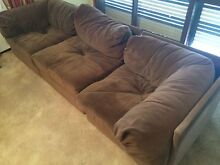 Immaculate retro couch sofa breaks up to singles Taylors Lakes Brimbank Area Preview