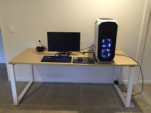 Large computer desk Kuluin Maroochydore Area Preview