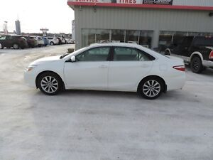 2015 Toyota Camry XLE V6 Local One Owner,Leather,Navi,Heated...