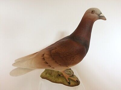 EXCELLENT REALISTIC MATT PAINTED BESWICK PIGEON. MODEL NO.1383. GOOD CONDITION.