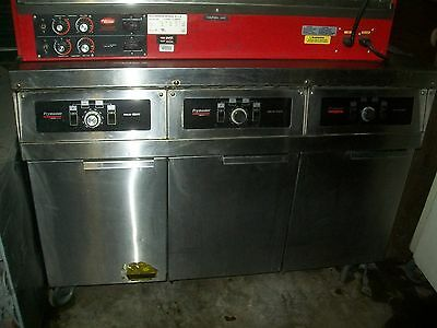 Frymaster 3 Banks Gas Fryer Solid States5olbs Eachss Tanks900 Items On E Ba
