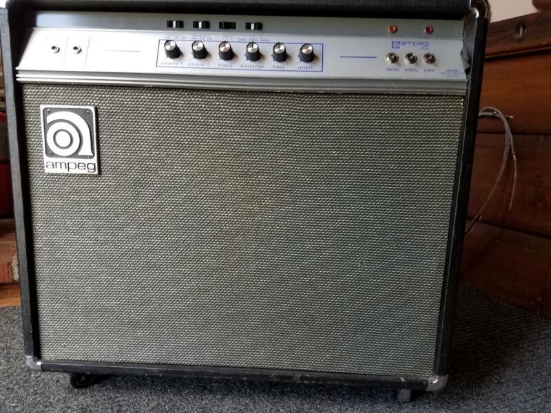 Ampeg VT-22  2x12 combo amplifier