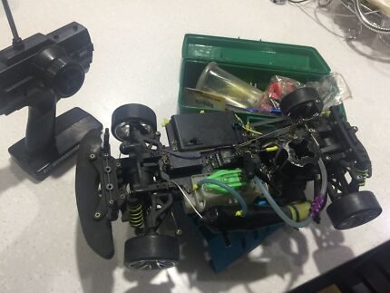 Rc nitro car with lots of spares