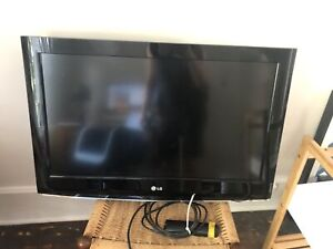 "LG 32"" full high definition 1080p LCD TV"