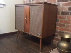 Mid Century Modern MCM Shelbern Record Player Radio Consolette