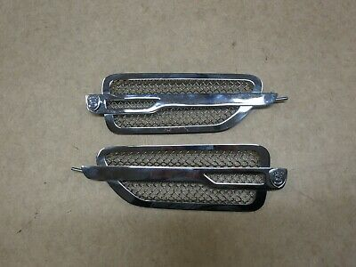 2007-2014 CADILLAC ESCALADE FENDER SIDE VENT STRUT GRILLE LEFT AND RIGHT PAIR