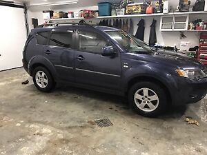 GREAT DEAL!!! 2008 Mitsubishi Outlander with very low kms!