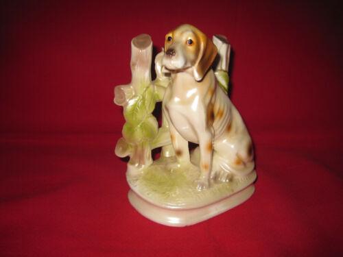 Vintage Pointer dog hunting dog figurine, porcelain