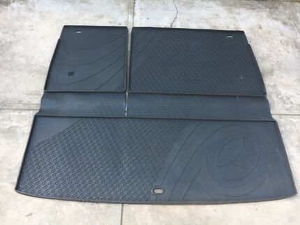 Toyota Kluger boot rubber liner for sale