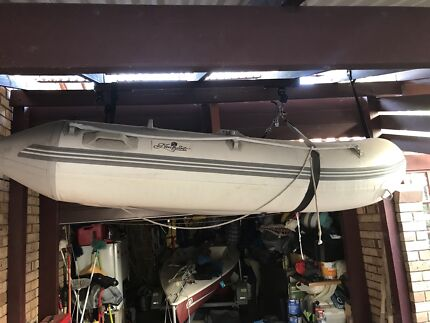 Inflatable boat & Tohatsu 3.5hp outboard