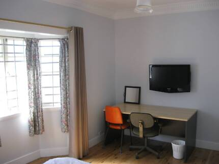 Int Students Own Room Queen Bed Female Oxley QLD 2min to train