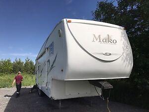 2005 36ft mako by Gulf Stream trailers.