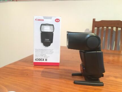 Canon 430 EX II flash in excellent condition
