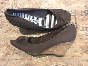 Brown size 8 open toed wedges