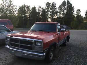 1993 Dodge D150 need it gone ASAP 4000$ obo