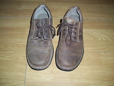Hush Puppies mens brown nubuck leather lace up shoes.Size 8.Free Postage!