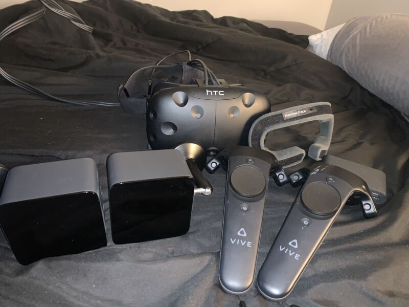 HTC Vive - used, has a paint streak on the controller.