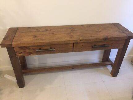 Buffet table excellent condition