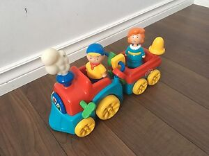 Caillou train