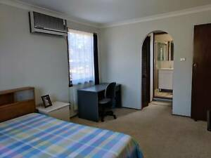 Master Bedroom - 10 Minutes walk to Macquarie train station