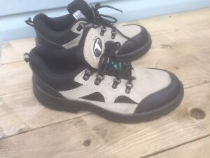Safety Work Shoes. Men's Size 7. Never worn. $40.00