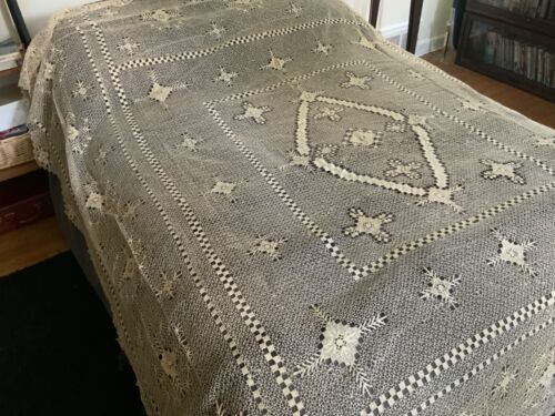 Stunning VINTAGE HAND CROCHET BED COVER - 87 x 94